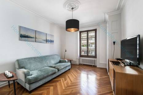Furnished 2 Bedroom, Hipster Apartment, 1950's Retro Decoration, Close to Geneva Lake