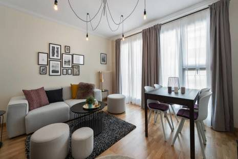 Located a short distance from International Organisations, this apartment is ideal for 1 or 2 people. With its modern design, the flat is composed of a comfortable bedroom, a main living area and a fully equipped kitchen.