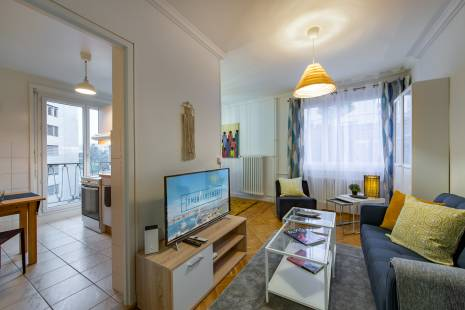 This newly refurbished apartment is located a short distance from International Organisations and the train station. This apartment is ideal for 1 or 2 people. With its modern design, the flat is composed of a comfortable bedroom, a main living room with a nice dining area and a fully equipped kitchen.