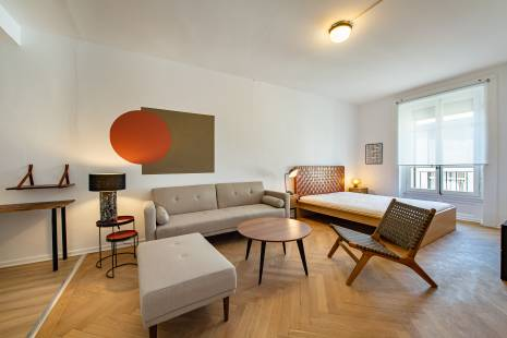 Geneva downtown, lively neighborhood. Lovely refurnished apartment with a large kitchen fully equipped kitchen. Bedroom and living room are one large living area. And it has all the amenities necessary to make it a very cosy home.
