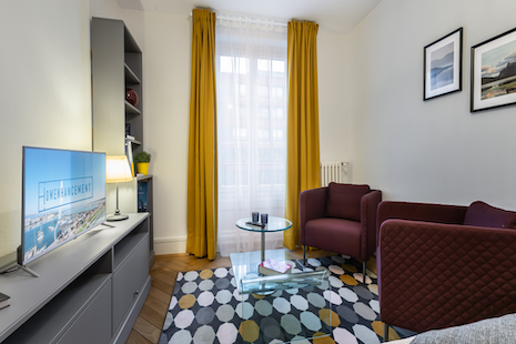 Well-located 1 bedroom apartment in a lively district close to the train station, the organisations and some consulting firms. It is well equipped and well connected to public transports.