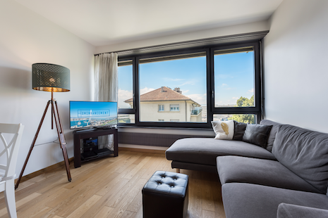 This recently renovated apartment located near Cornavin station is very comfortable for 1 or 2 people. Enjoy its fully furnis
