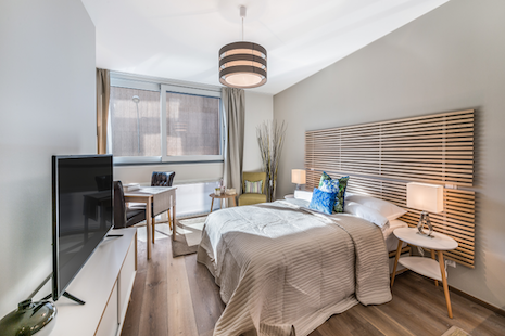Brand new studio close to P&G Rolex and Pictet. Very well furnished in a blend of modern and comfortable style, the decoration tries to recall exploration and travels. From there you are only a few blocks away from these companies and 10m to center.