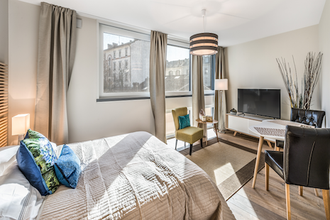 This studio was built last year and offer high-end technologies guided by an e-smart panel. Well furnished in a blend of comfortable and modern style great for all your business trip in Geneva.