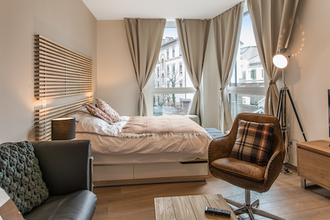 The building so the studio was finished and furnished last month, this modern and high-tech apartment will allow you comfort and technology. The situation is ideally close to Rolex, Pictet and P&G. Enjoy hotel services and provides a homey feeling.