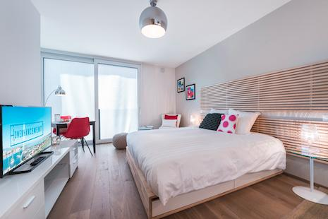 This brand new building, so the apartment was just finished, enjoy a very modern flat with a touchpad to set the temperature and lights... The decoration blends modernity and comfort.