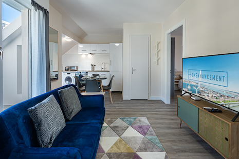 This crossing apartment is located on the top floor of a building in the heart of Plainpalais, a very vibrant neighbourhood i
