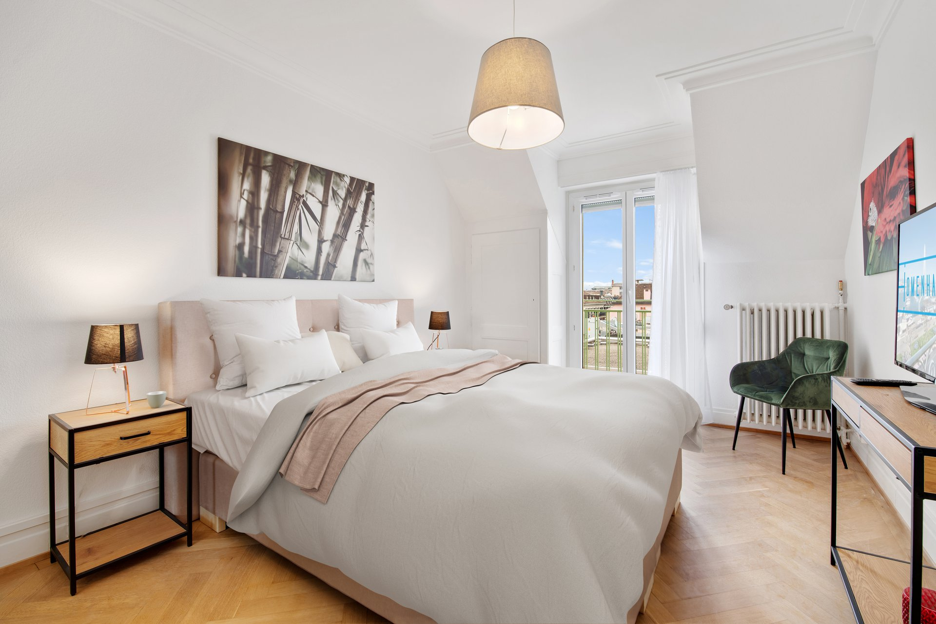 Located in one of the historical buildings of the Eaux-vives district, this comfortable one bedroom offering peace and tranqu