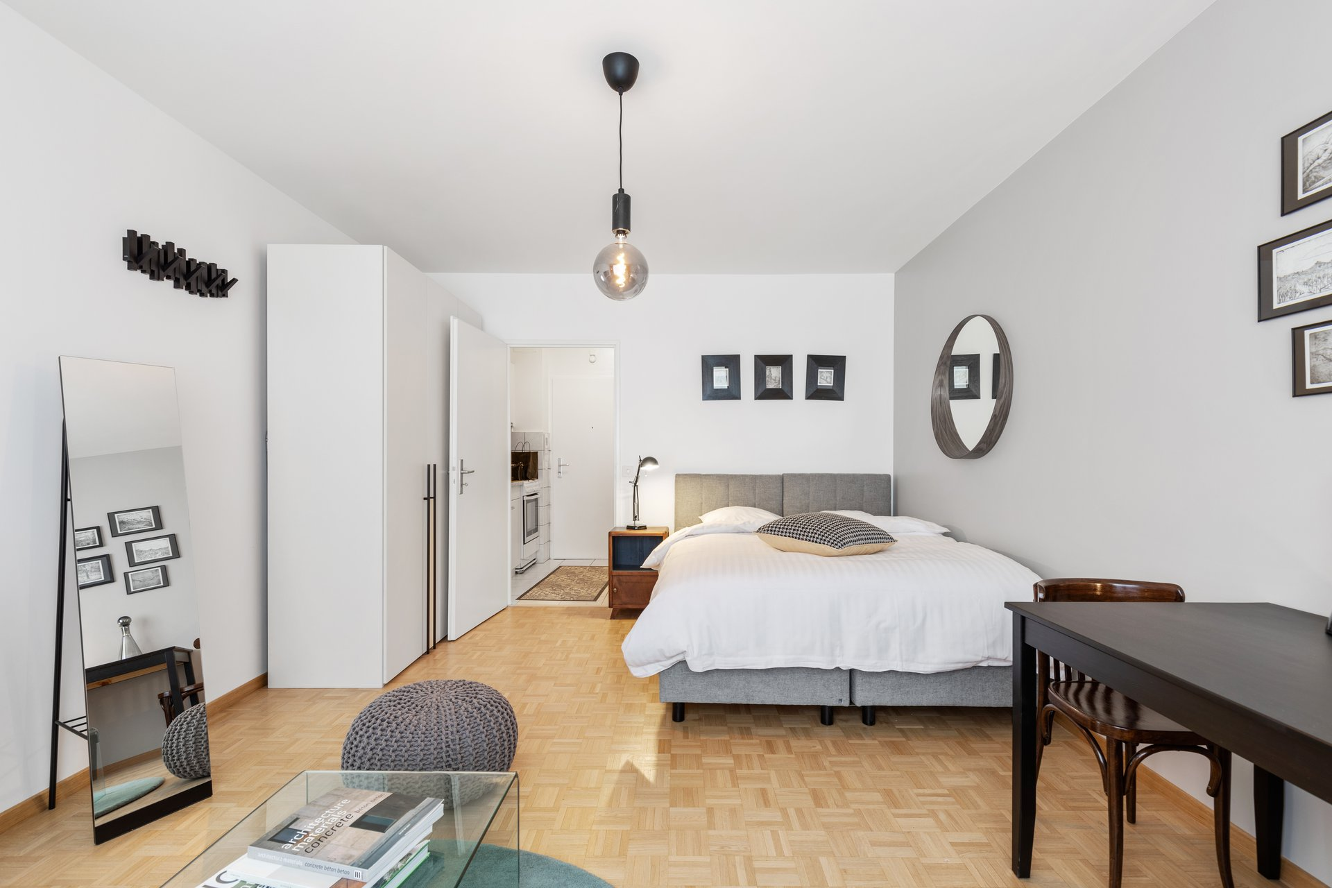 Nice apartment in Champel close to the park Bertrand. The apartment has been fully refurbished.