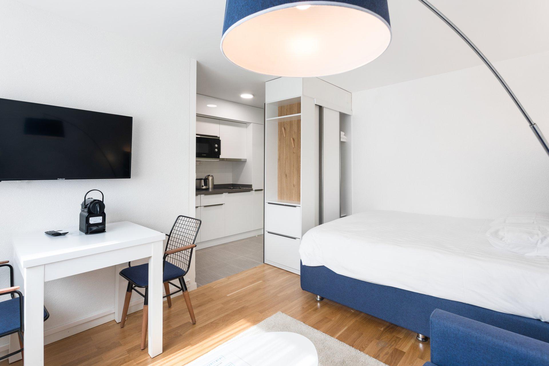 Soyez le premier locataire de ce tout nouveau studio meublé et équipé, proposant un coin cuisine d'un standing de haute qu