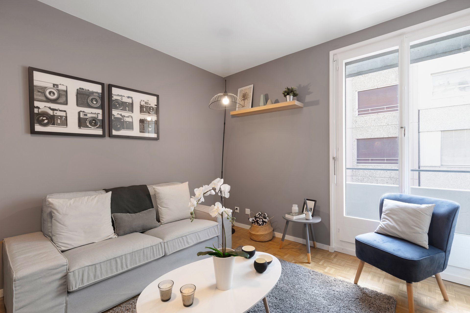 This apartment has entirely been refurbished. The kitchen and the bathroom have been completely renovated and the living room